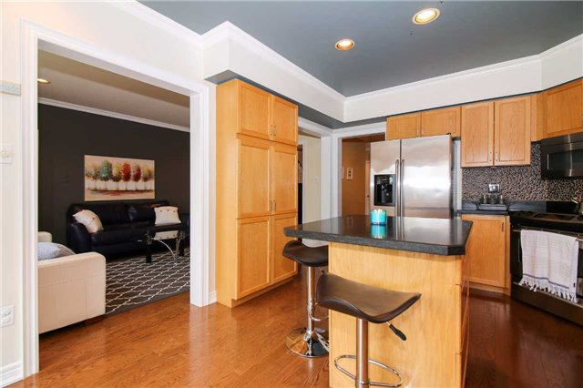 Detached at 199 Surgeoner Cres, Newmarket, Ontario. Image 16