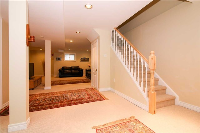 Detached at 199 Surgeoner Cres, Newmarket, Ontario. Image 19