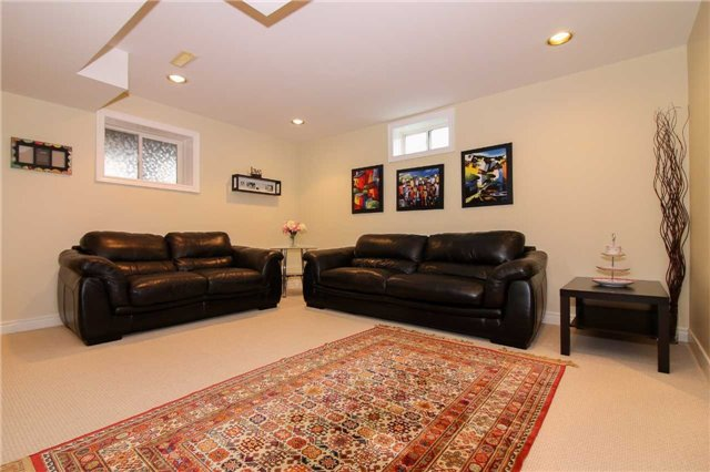 Detached at 199 Surgeoner Cres, Newmarket, Ontario. Image 20