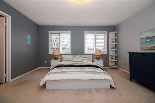 Detached at 199 Surgeoner Cres, Newmarket, Ontario. Image 8