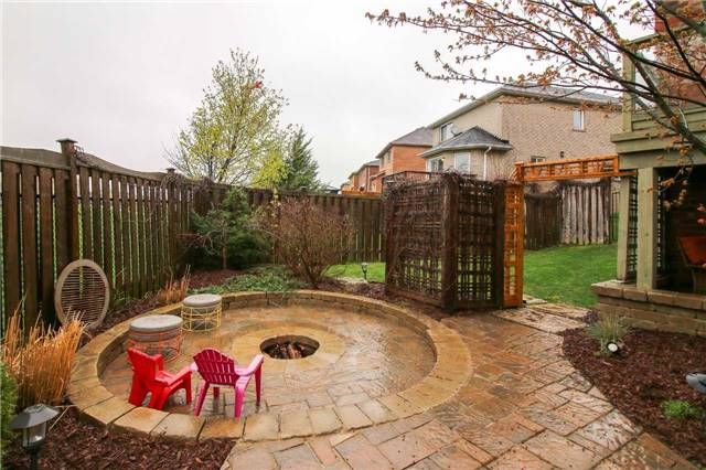 Detached at 199 Surgeoner Cres, Newmarket, Ontario. Image 10