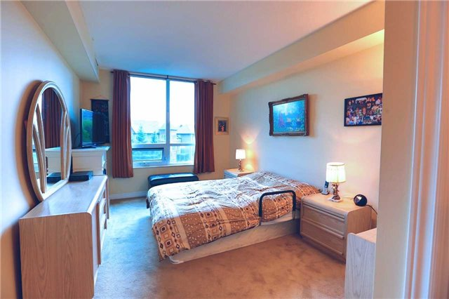 Condo Apartment at 100 Promenade Circ, Unit 303, Vaughan, Ontario. Image 8