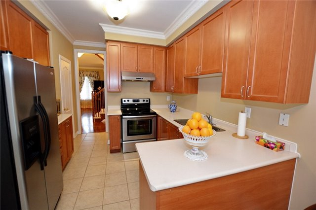 Townhouse at 6973 14th Ave, Markham, Ontario. Image 9