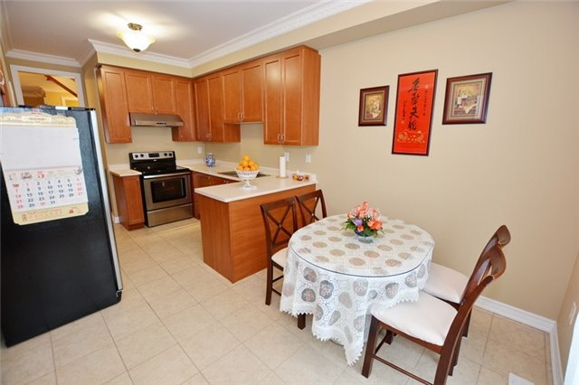 Townhouse at 6973 14th Ave, Markham, Ontario. Image 10