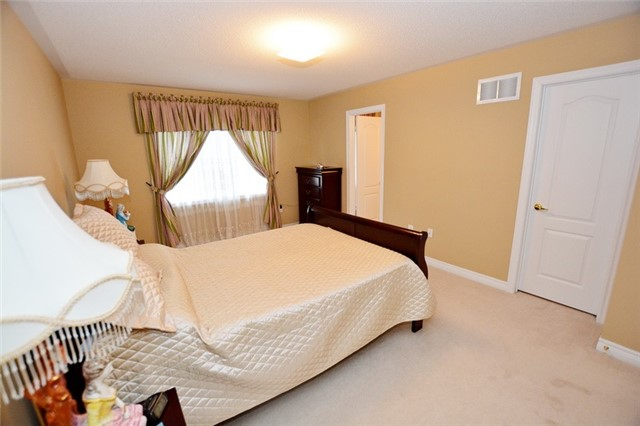 Townhouse at 6973 14th Ave, Markham, Ontario. Image 11