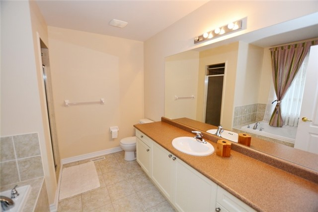 Townhouse at 6973 14th Ave, Markham, Ontario. Image 12