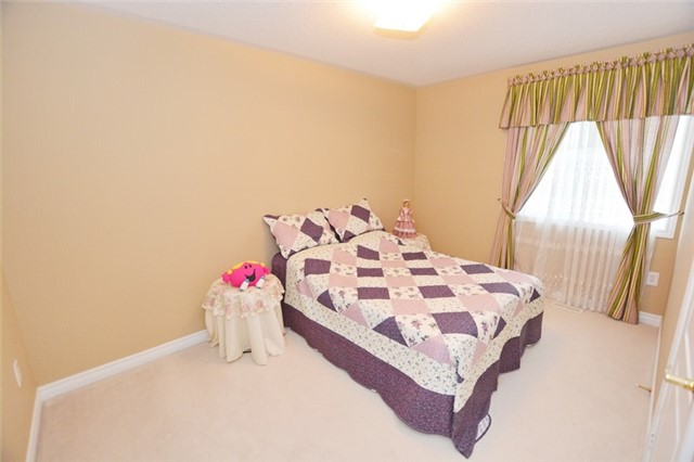 Townhouse at 6973 14th Ave, Markham, Ontario. Image 13