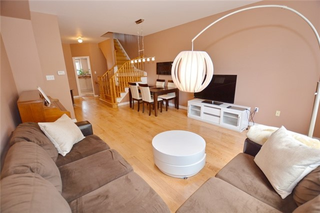 Townhouse at 7 Coburg Cres, Richmond Hill, Ontario. Image 4