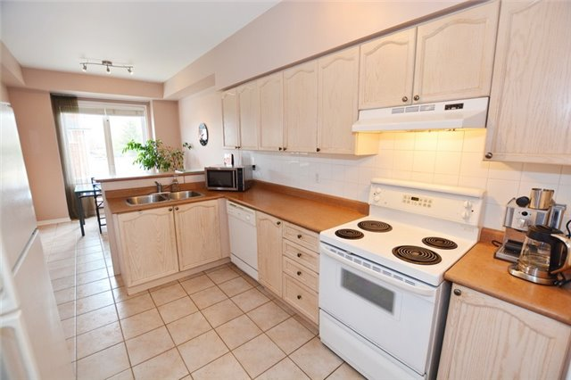 Townhouse at 7 Coburg Cres, Richmond Hill, Ontario. Image 5