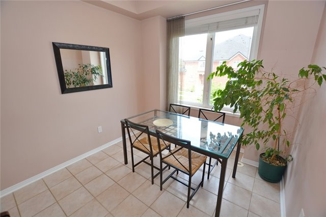 Townhouse at 7 Coburg Cres, Richmond Hill, Ontario. Image 6