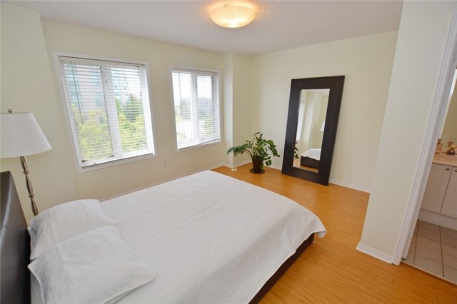 Townhouse at 7 Coburg Cres, Richmond Hill, Ontario. Image 7