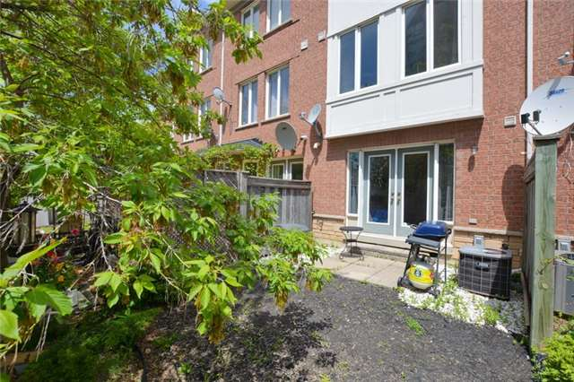 Townhouse at 7 Coburg Cres, Richmond Hill, Ontario. Image 2