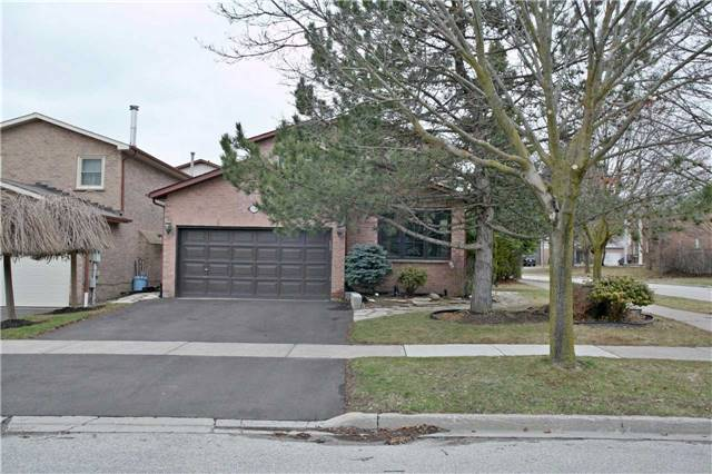 Detached at 10 Tiffany Gate, Richmond Hill, Ontario. Image 1