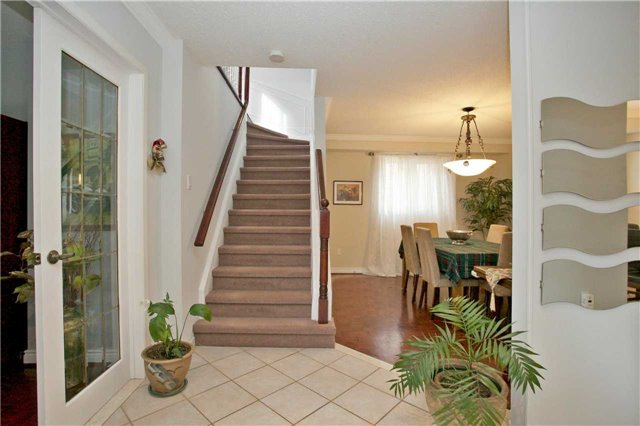 Detached at 10 Tiffany Gate, Richmond Hill, Ontario. Image 14