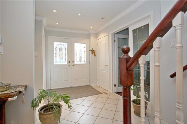 Detached at 10 Tiffany Gate, Richmond Hill, Ontario. Image 15
