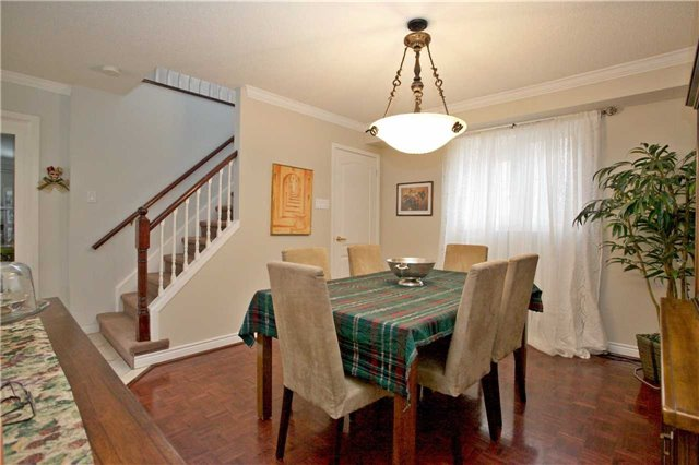 Detached at 10 Tiffany Gate, Richmond Hill, Ontario. Image 16
