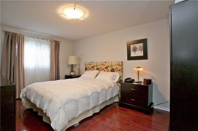 Detached at 10 Tiffany Gate, Richmond Hill, Ontario. Image 6