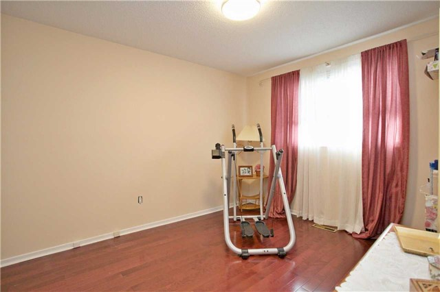 Detached at 10 Tiffany Gate, Richmond Hill, Ontario. Image 7