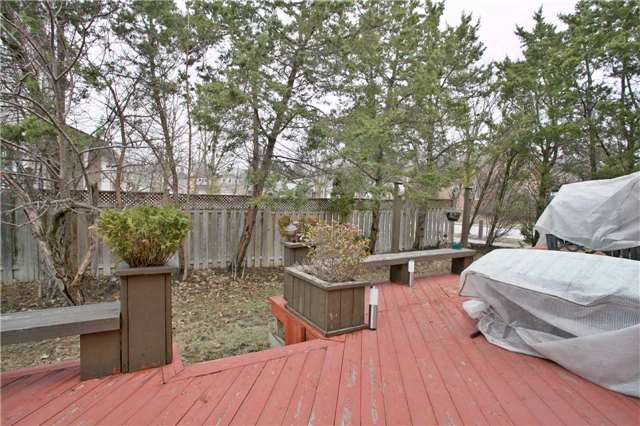 Detached at 10 Tiffany Gate, Richmond Hill, Ontario. Image 10
