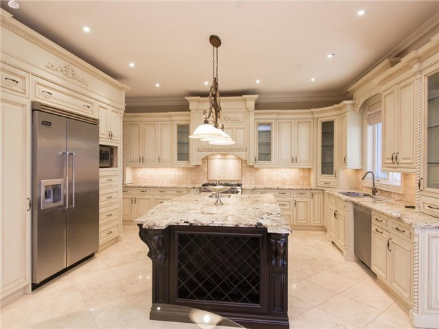 Detached at 32 Winterport Crt, Richmond Hill, Ontario. Image 5