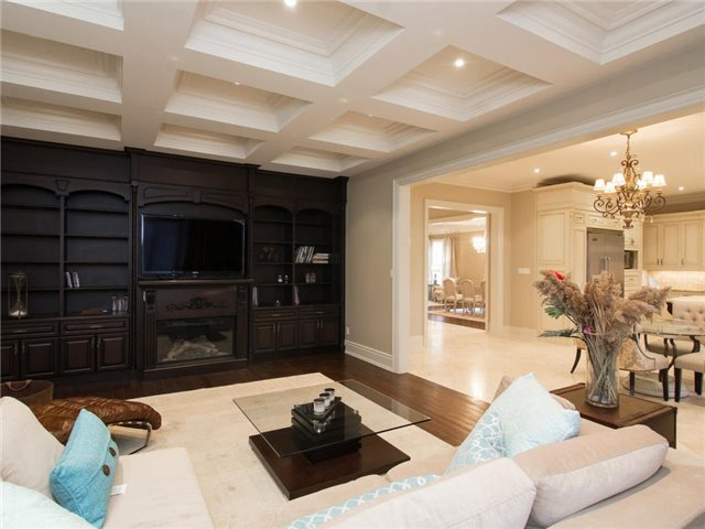 Detached at 32 Winterport Crt, Richmond Hill, Ontario. Image 7