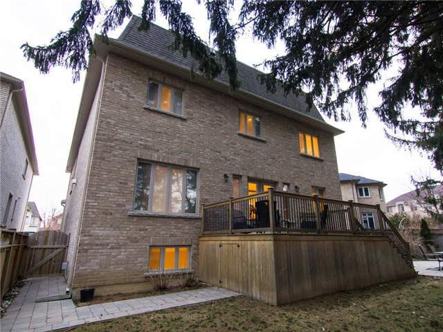 Detached at 32 Winterport Crt, Richmond Hill, Ontario. Image 13