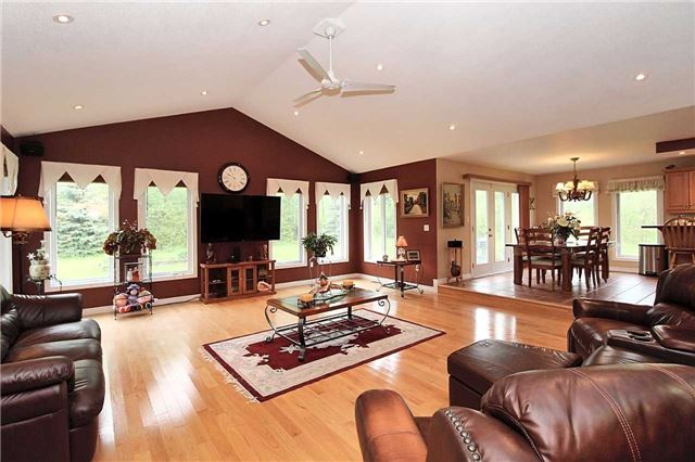 Detached at 2630 5th Line, Innisfil, Ontario. Image 14