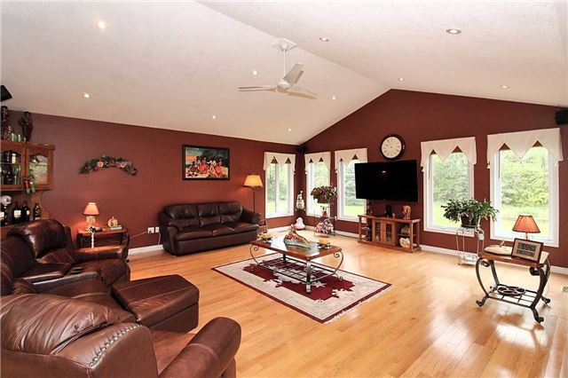 Detached at 2630 5th Line, Innisfil, Ontario. Image 15
