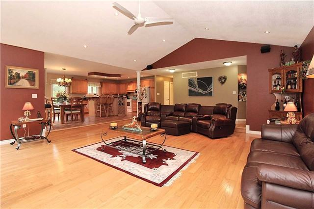 Detached at 2630 5th Line, Innisfil, Ontario. Image 16