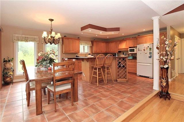Detached at 2630 5th Line, Innisfil, Ontario. Image 19