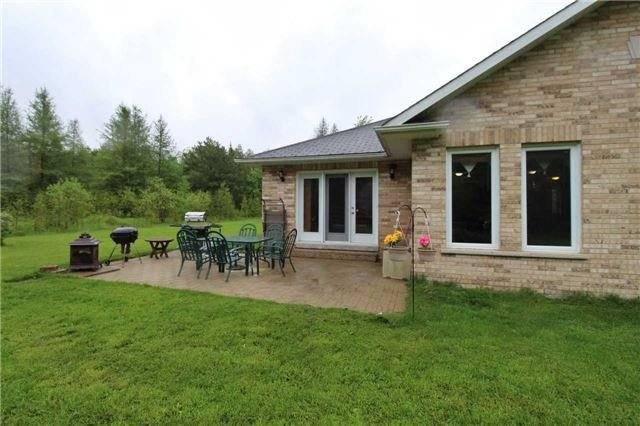 Detached at 2630 5th Line, Innisfil, Ontario. Image 10