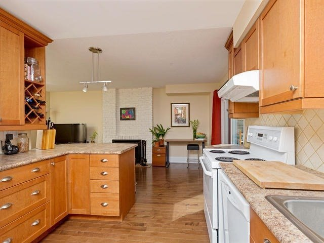 Detached at 29 Law Cres, Richmond Hill, Ontario. Image 2