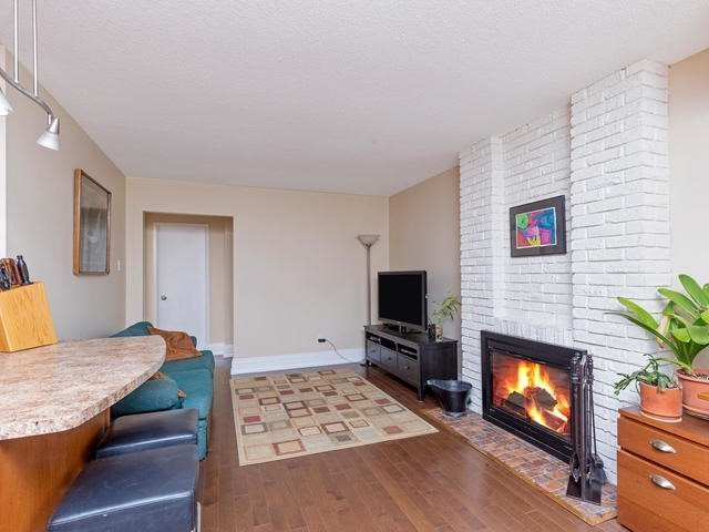 Detached at 29 Law Cres, Richmond Hill, Ontario. Image 3
