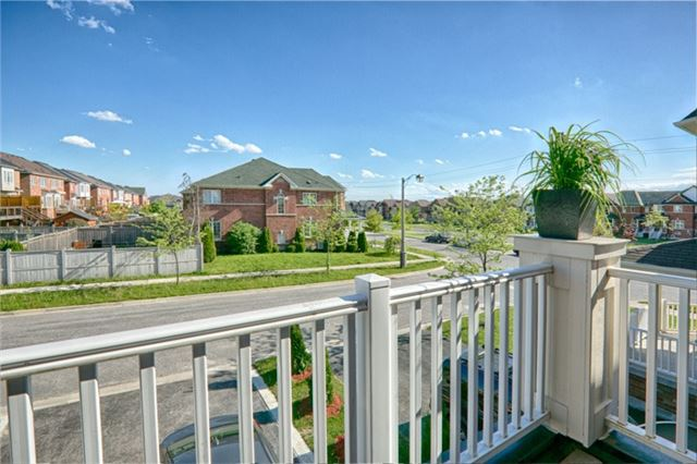 Detached at 94 Hoppington Ave, Whitchurch-Stouffville, Ontario. Image 2