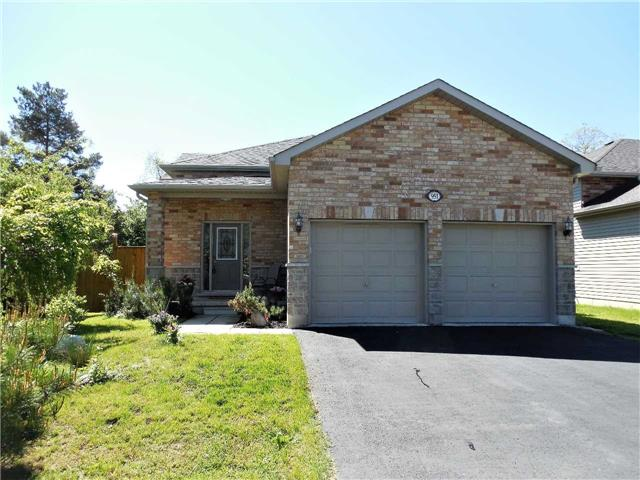 Detached at 951 Anna Maria Ave, Innisfil, Ontario. Image 1