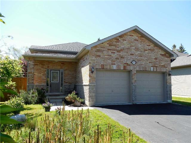 Detached at 951 Anna Maria Ave, Innisfil, Ontario. Image 12