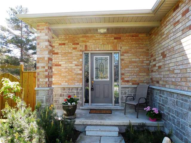 Detached at 951 Anna Maria Ave, Innisfil, Ontario. Image 14