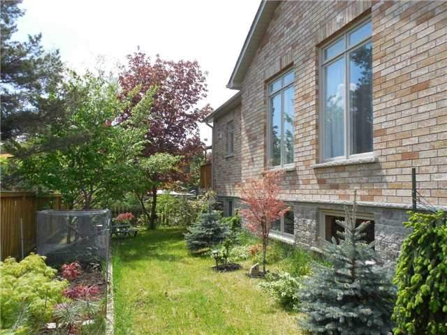 Detached at 951 Anna Maria Ave, Innisfil, Ontario. Image 15