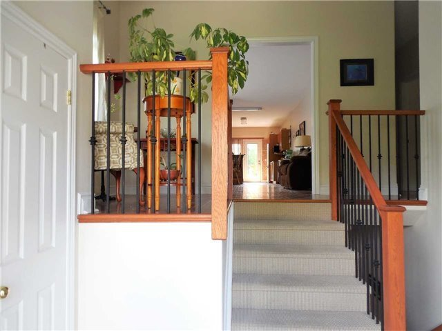 Detached at 951 Anna Maria Ave, Innisfil, Ontario. Image 17