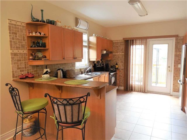Detached at 951 Anna Maria Ave, Innisfil, Ontario. Image 2