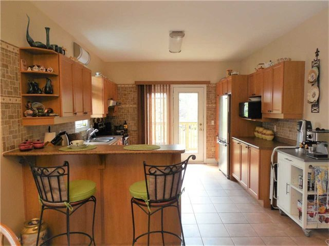 Detached at 951 Anna Maria Ave, Innisfil, Ontario. Image 3