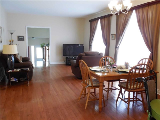 Detached at 951 Anna Maria Ave, Innisfil, Ontario. Image 4