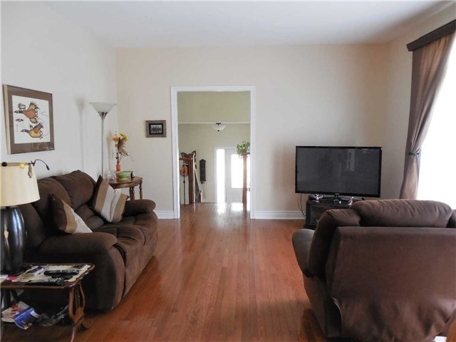 Detached at 951 Anna Maria Ave, Innisfil, Ontario. Image 5