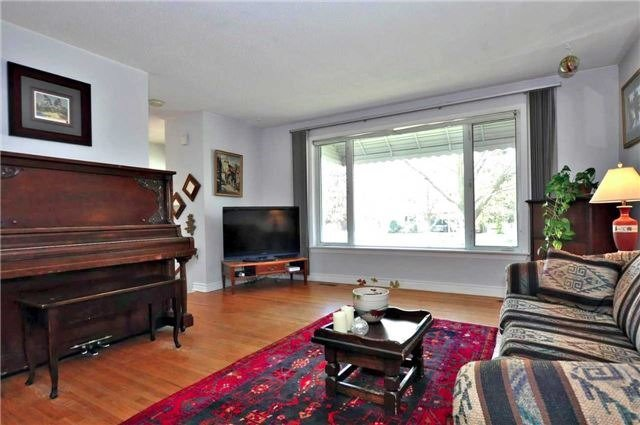 Detached at 79 Alexander Rd, Newmarket, Ontario. Image 8