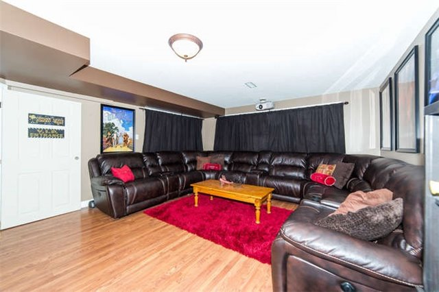 Detached at 36 Campbell Dr, Uxbridge, Ontario. Image 6