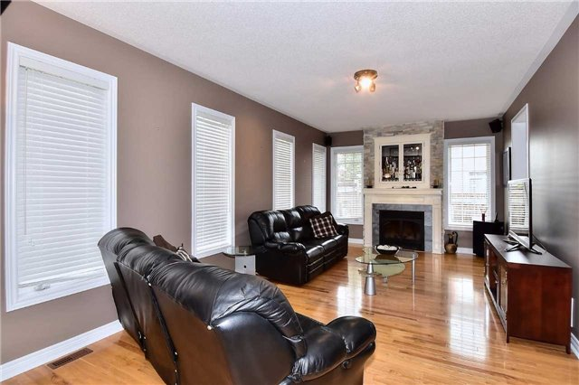 Detached at 50 Daiseyfield Cres, Vaughan, Ontario. Image 18