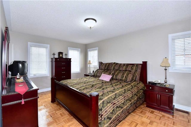 Detached at 50 Daiseyfield Cres, Vaughan, Ontario. Image 3
