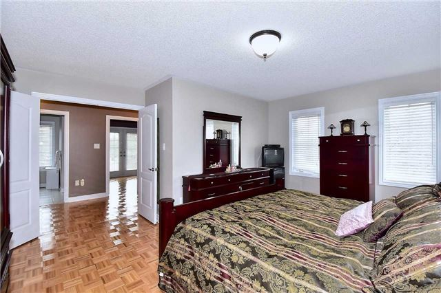 Detached at 50 Daiseyfield Cres, Vaughan, Ontario. Image 4