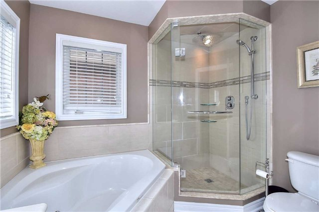 Detached at 50 Daiseyfield Cres, Vaughan, Ontario. Image 5