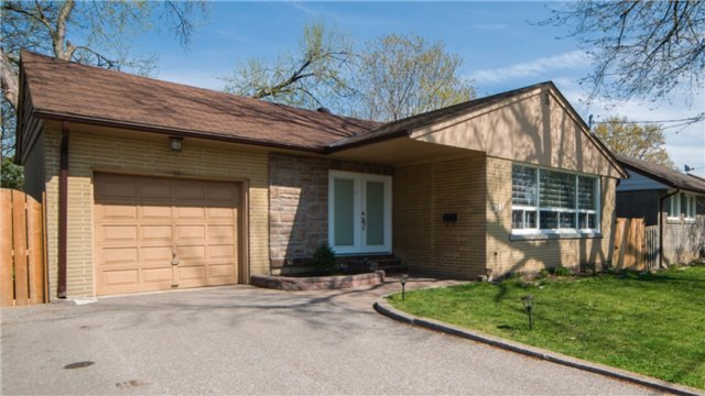 Detached at 271 Sussex Ave, Richmond Hill, Ontario. Image 1